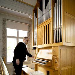 Revonlahden kirkko sai uudet urut – Kirkon suosion konserttipaikkana ja hääkirkkona tulee kasvamaan