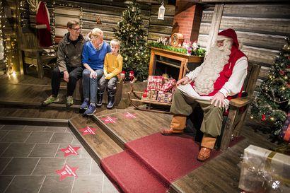 Saako joulupukki tulla kotiin suojamaskilla tai ilman? Infektioylilääkärin mukaan maskisuositus koskee myös pukkia, mutta vierailua kannattaa vielä miettiä