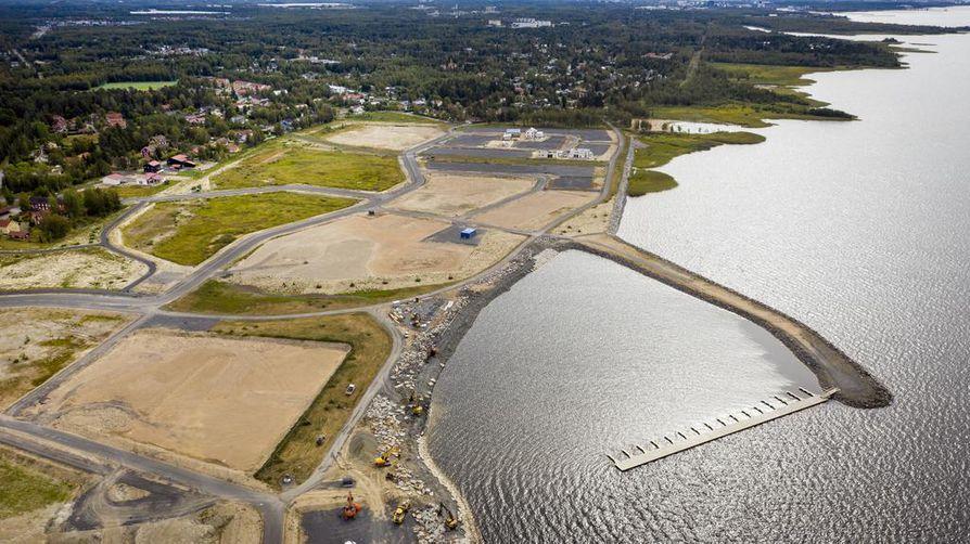 Pateniemenrannan uuden asuinalueen infra on jo paikallaan, vaikka rakenteilla on vasta muutama talo. Osa noin 1,1 kilometrin rantaviivasta on varattu yksityisasunnoille. Alueen rakentaminen saattaa kestää vuoteen 2025 asti.