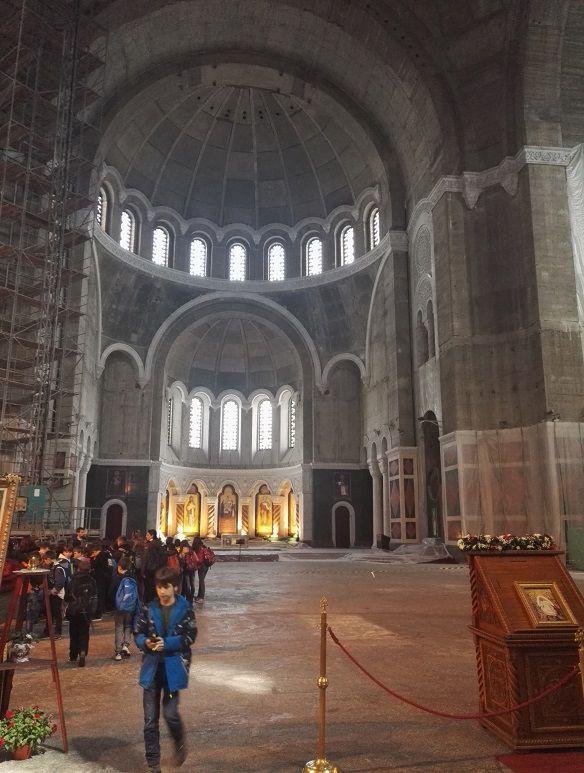 Katedraalin seinät ovat toistaiseksi tyhjät.