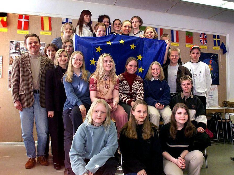 Myllytullin yläasteen Eurooppa-kurssilaiset vierailivat ensimmäisenä oululaisena koululaisryhmänä EU-parlamentissa Strassbourgissa keväällä 1999.