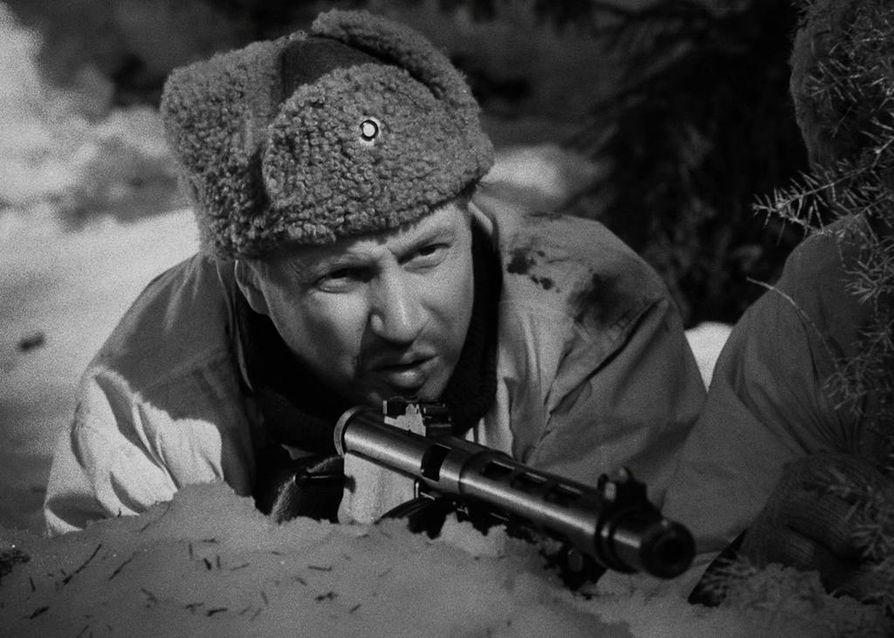 Antero Rokan roolissa oli Edvin Laineen ohjaamassa Tuntemattomassa sotilaassa Reino Tolvanen. Vuonna 1955 ensi-iltansa saanut elokuva on Ylen uusituin elokuva. Se on nähty televisiossa jo 26 kertaa.