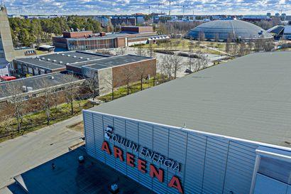 Oulun urheiluhallit ahmivat energiaa kuin yli 800 omakotitaloa – säästöjä saataisiin käyttämällä jäähallin lauhdelämpöä, mutta Raksilan uimahallin kohtalo viivästyttää hanketta