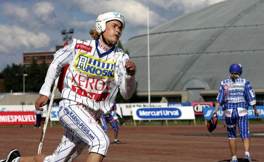Itä–Länsi-tapahtuma järjestettiin edellisen kerran Oulun Raksilassa vuonna 2005. Lännen joukkueessa pelannut Lipon Kirsi Hänninen spurttasi tuolloin vauhdilla kotipesään.