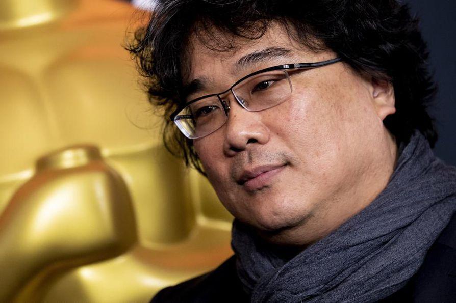 Parasiten ohjaaja Bong Joon-ho palkittiin parhaan ohjaajan Oscarilla.