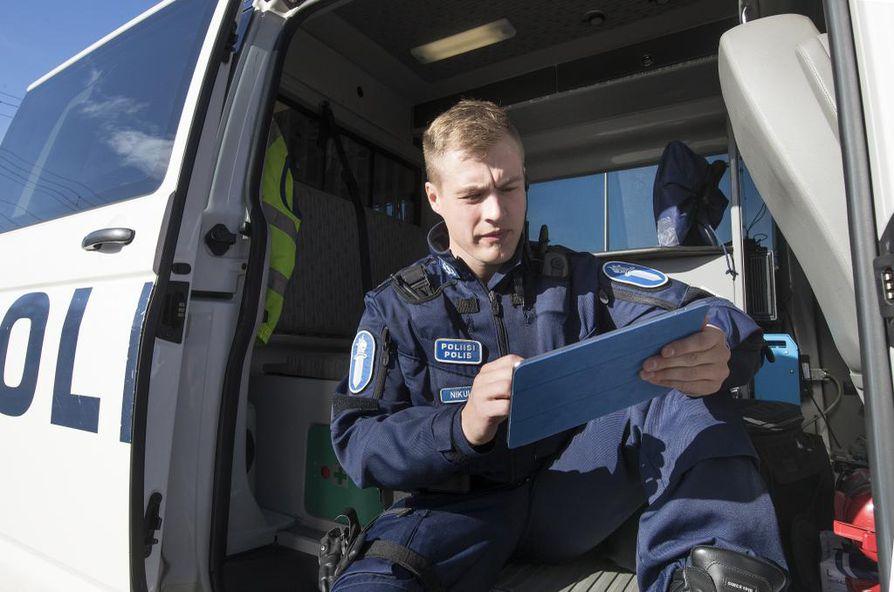 Oulun poliisilaitoksen nettipoliisin Lauri Nikulan mukaan vanhempien on ymmärrettävä nettiä, pelien maailmaa ja sosiaalista mediaa, jotta he voivat auttaa lapsiaan niihin liittyvissä ongelmissa.
