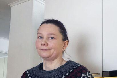 """Rantalakeuden kanssa samanikäinen hailuotolaisnainen Riikka Kestilä iloitsee ikävuosistaan: """"Saa tehdä asioita, joita itse tahtoo"""""""