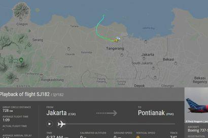 Boeing 737 katosi Indonesiassa nousun jälkeen – kyydissä 50 ihmistä