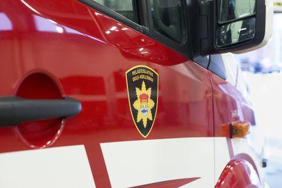 Kirjastoauto suistui tieltä Kiimingintiellä Yli-Iissä torstaiaamuna, auto on nostettu pois onnettomuuspaikalta