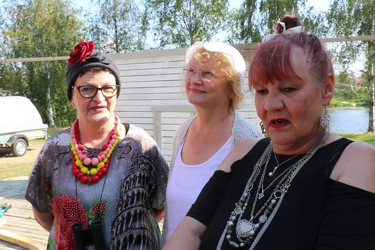 Teatteriyhdistys Rompooli valmistautuu hyvällä fiiliksellä ensi-iltaan Väinölänrannassa