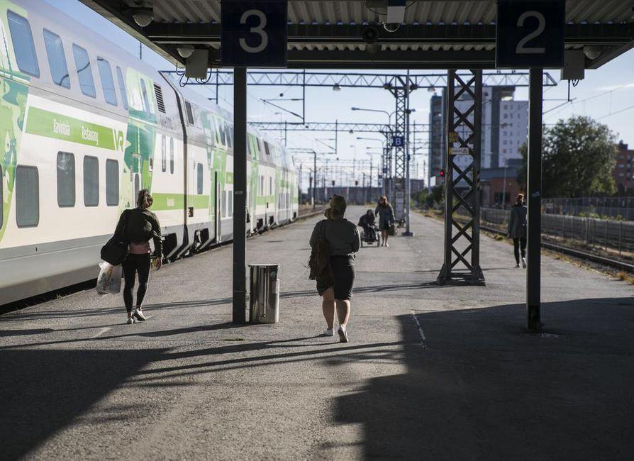Junayhteydestä Oulusta Luulajaan kysellään Kalen! kallupissa.
