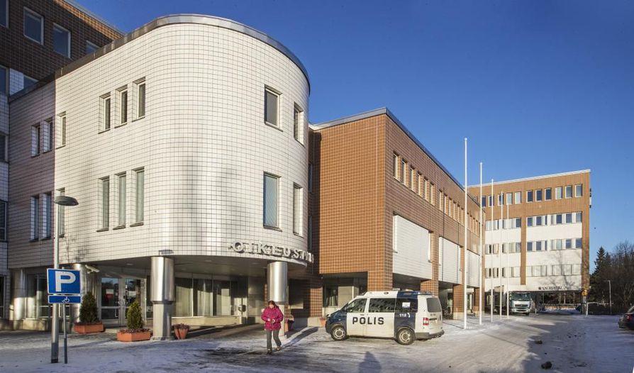 Oulun käräjäoikeus on parin vuoden sisällä lähdössä vanhasta rakennuksestaan. Arkistokuva.