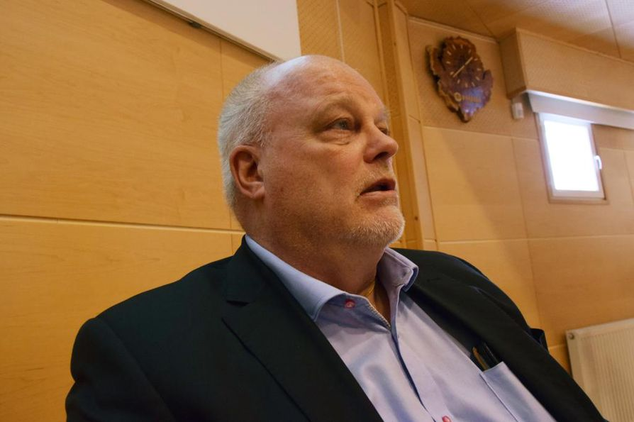 Sektorijohtaja Jyrki Alapartanen Teollisuusliitosta näkee, että Lapwall syrjii ammattiliittoon kuuluvia työntekijöitä.