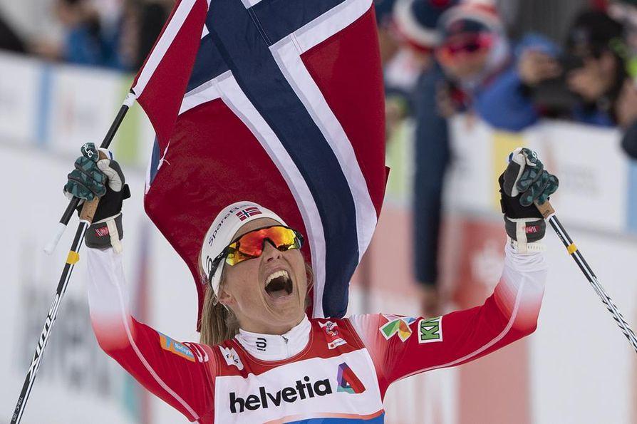 Norjan Therese Johaug voitti 30 kilometrin vapaan yhteislähtökisan yli 36 sekunnin erolla seuravaan.