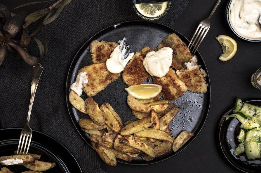 Perinteisesti fish and chips -annoksen päälle pirskotellaan mallasetikkaa, mutta hyvä vaihtoehto on myös useamman kotoa löytyvä valkoviinietikka.