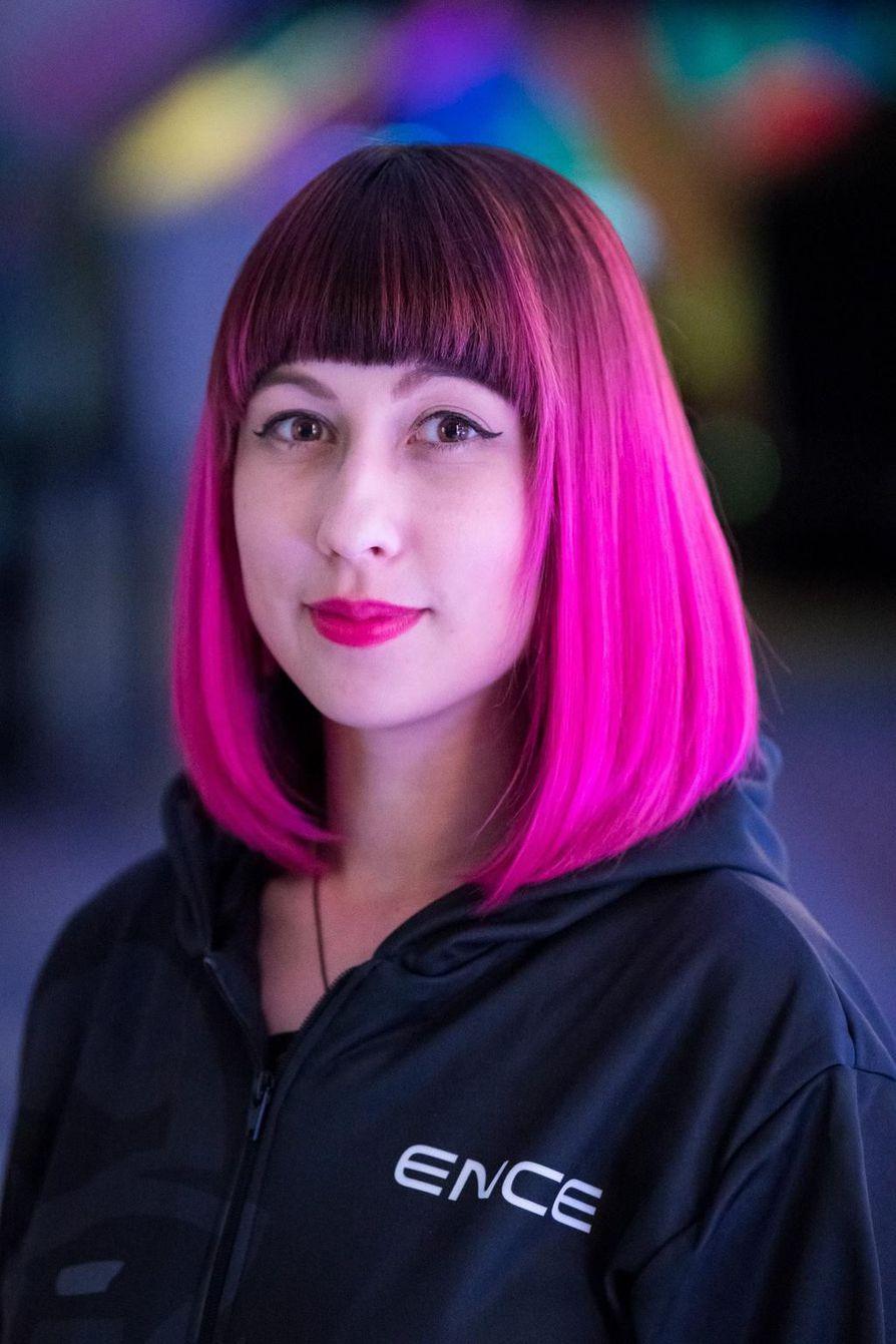 Jasmin Pärkkä on työskennellyt kesästä 2018 lähtien suomalaisen kilpapeliorganisaatio ENCEn content assistantina eli avustavana sisällöntuottajana.