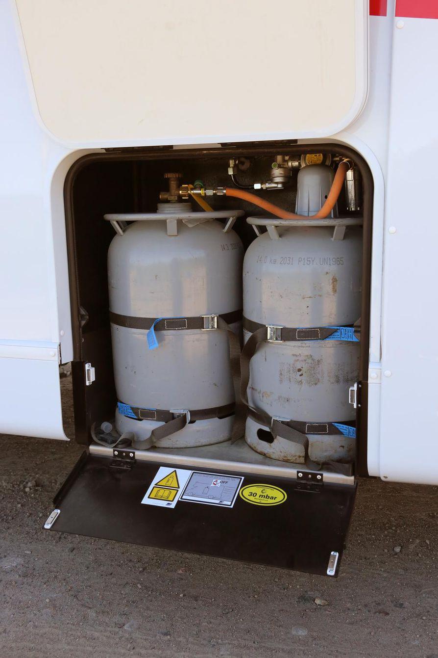 Varmista, kuuluvatko kaasupullot matkailuauton vuokrahintaan vai pitääkö niistä maksaa erikseen.