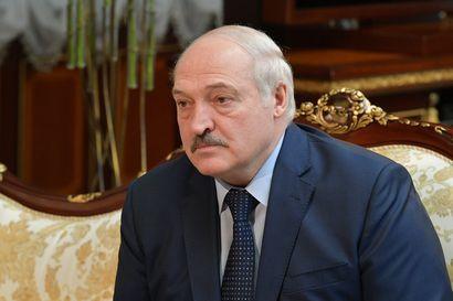 Valko-Venäjän Lukashenka puolustelee Ryanairin lennon ohjaamista Minskiin – sanoo suojelleensa ihmisiä