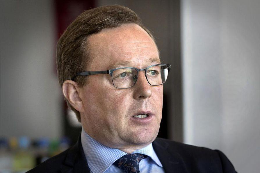 Elinkeinoministeri Mika Lintilä (kesk.) on huolissaan EU:n kemikaaliviraston aikeista tiukentaa koboltin vaarallisuusluokitusta eli CLP-luokitusta.