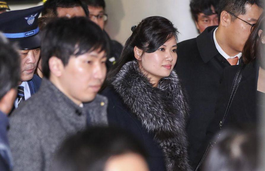 Moranbong-yhtyeen johtaja Hyon Song-wol (kesk.) johti tammikuussa Etelä-Koreassa vieraillutta delegaatiota, joka valmisteli pohjoiskorealaisten esiintymistä olympialaisten avajaisissa.