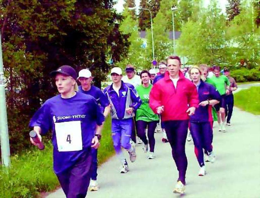 Kohti Lahtea.  Torstaina Vuokatista käynnistynyt Suomi juoksee-tapahtuma päättyy sunnuntaina kello 17 Lahteen. Ainakaan alkumatkasta juoksukeli ei ollut liian uuvuttava.