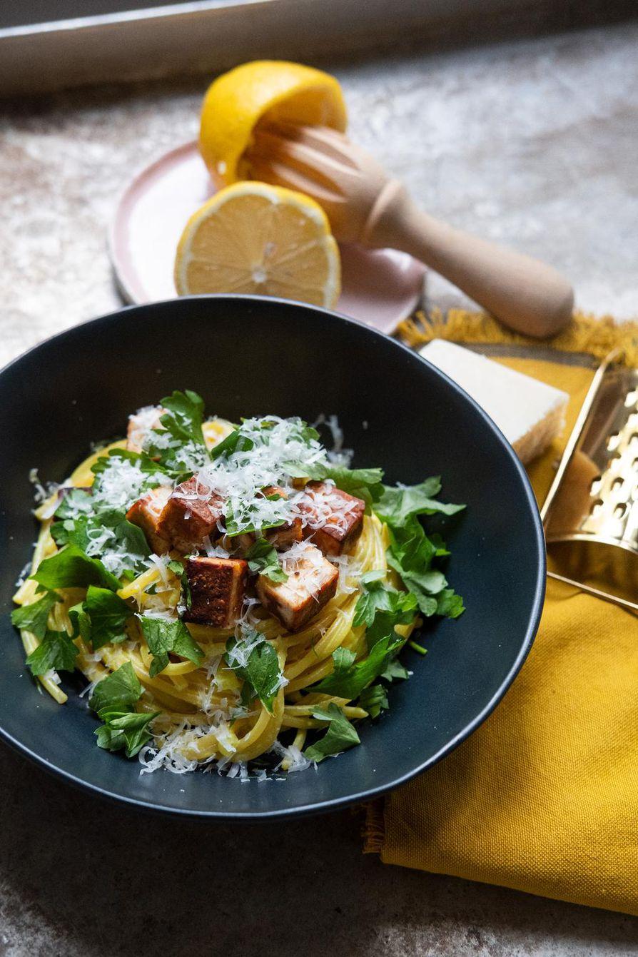 Kaurapala-limonellon kastike on niin hyvää, että tekee mieli nuolla lautanen puhtaaksi.