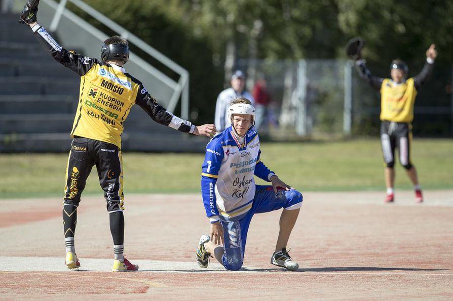 Nestori Moisio ja muut Puijon Pesiksen pelaajat saivat tuulettaa sunnuntaina 0 –2-voittoa Raksilan stadionilla. Lipon Ari Lankisella ei ollut yhtä hauskaa.