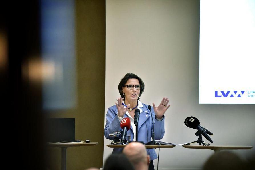 Liikenneministeri Anne Berner piti tiedotustilaisuuden liikenneverkkoselvityksestä viime torstaina.