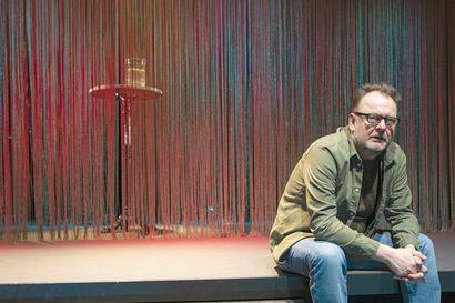Melankoliasta nousee esiin rakkaus – ohjaaja Jari Juutinen kutsui Lars von Trierin maailmaan myös kosmologian emeritusprofessorin Kari Enqvistin