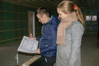 Suvi ja Olli-Pekka halusivat rakentaa Tyrnävälle: Palkkiin nousee nyt unelmien koti, jossa on tilaa sisällä ja ulkona