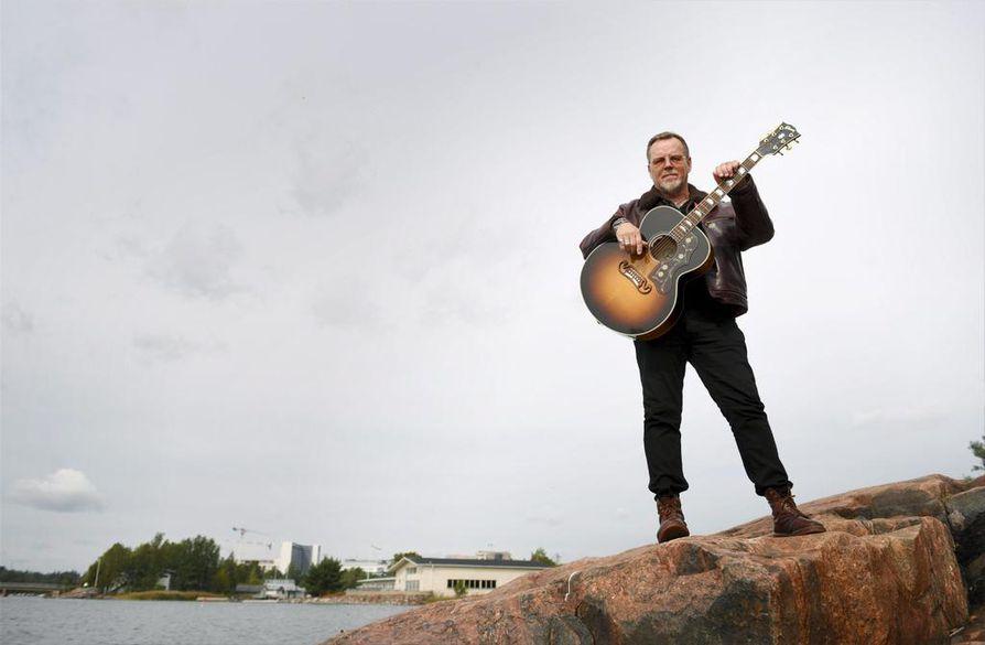Dingon laulaja ja lauluntekijä viettää 60-vuotissyntymäpäiviään.