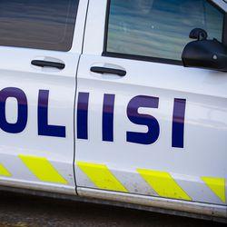 Etsintäkuulutettu pakeni poliisia Torniosta Kemiin aiheuttaen lukuisia vaaratilanteita: Vauhtia oli yli 170 kilometriä tunnissa, matkalla kaaharin alle oli jäädä suojatietä ylittävä lapsi ja mopoilija