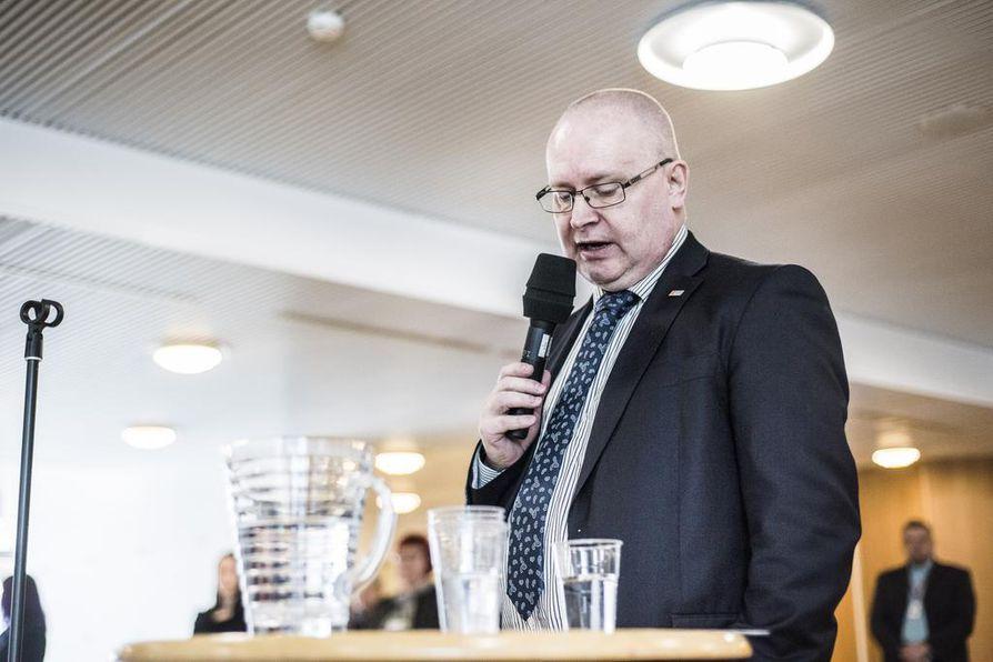 - Liian kallista työllistämistä. Siksi perhevapaauudistus kaatui, sanoo työministeri Jari Lindström.