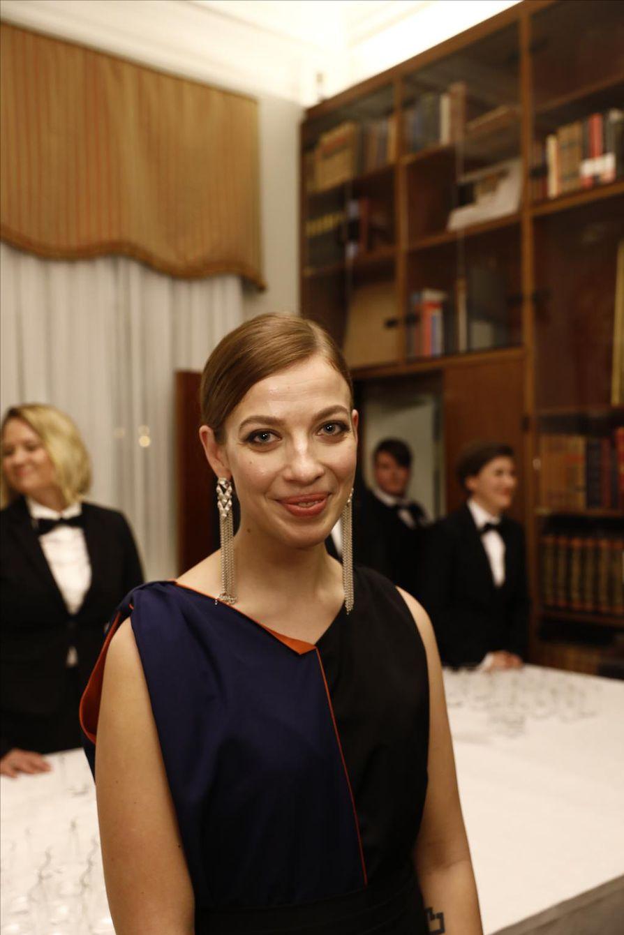 Li Anderson saapui itsenäisyyspäivänä yksin Linnan juhliin.