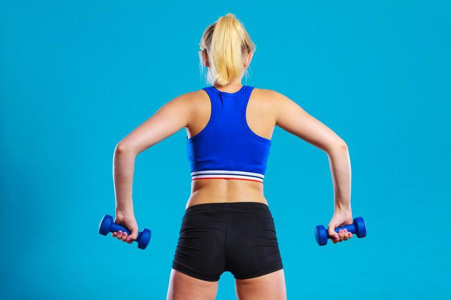 Jumppaan ei kannata mennä tavallisissa rintaliiveissä. Urheiluliivejä löytyy suoralla olkaimella sekä ristiselkäolkaimella.