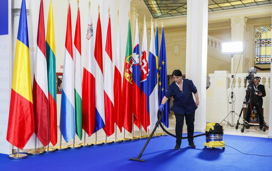Suomi perii EU-puheenjohtajuuden Romanialta. Virallisia EU-huippukokouksia ei Suomessa olla näillä näkymin järjestämässä. Sibiun kaupungissa Romaniassa valmistauduttiin valtionpäämiesten epäviralliseen tapaamiseen toukokuussa.