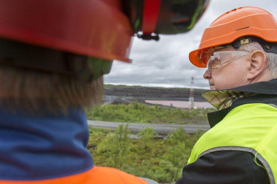 Elinkeinoministeri Olli Rehn vieraili Talvivaarassa maanantaina.