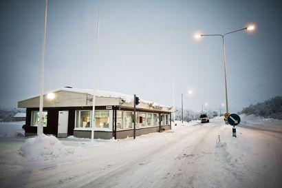Henkilöliikenne ei pääse lainkaan Utsjoelta Norjaan ja rajoituksia on myös neljällä muulla ylityspaikalla – Kilpisjärveltä yli pääsee vuorokauden ympäri
