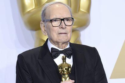 """Maailman tunnetuimpiin elokuvasäveltäjiin kuuluva Ennio Morricone on kuollut 91-vuotiaana – """"Yksi suurimmista kautta aikojen"""""""