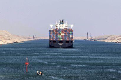 Suomalaisasiantuntija: Suezin kanavan tukos sattui pahaan aikaan – konttikuljetukset ovat jo ennestään sekaisin