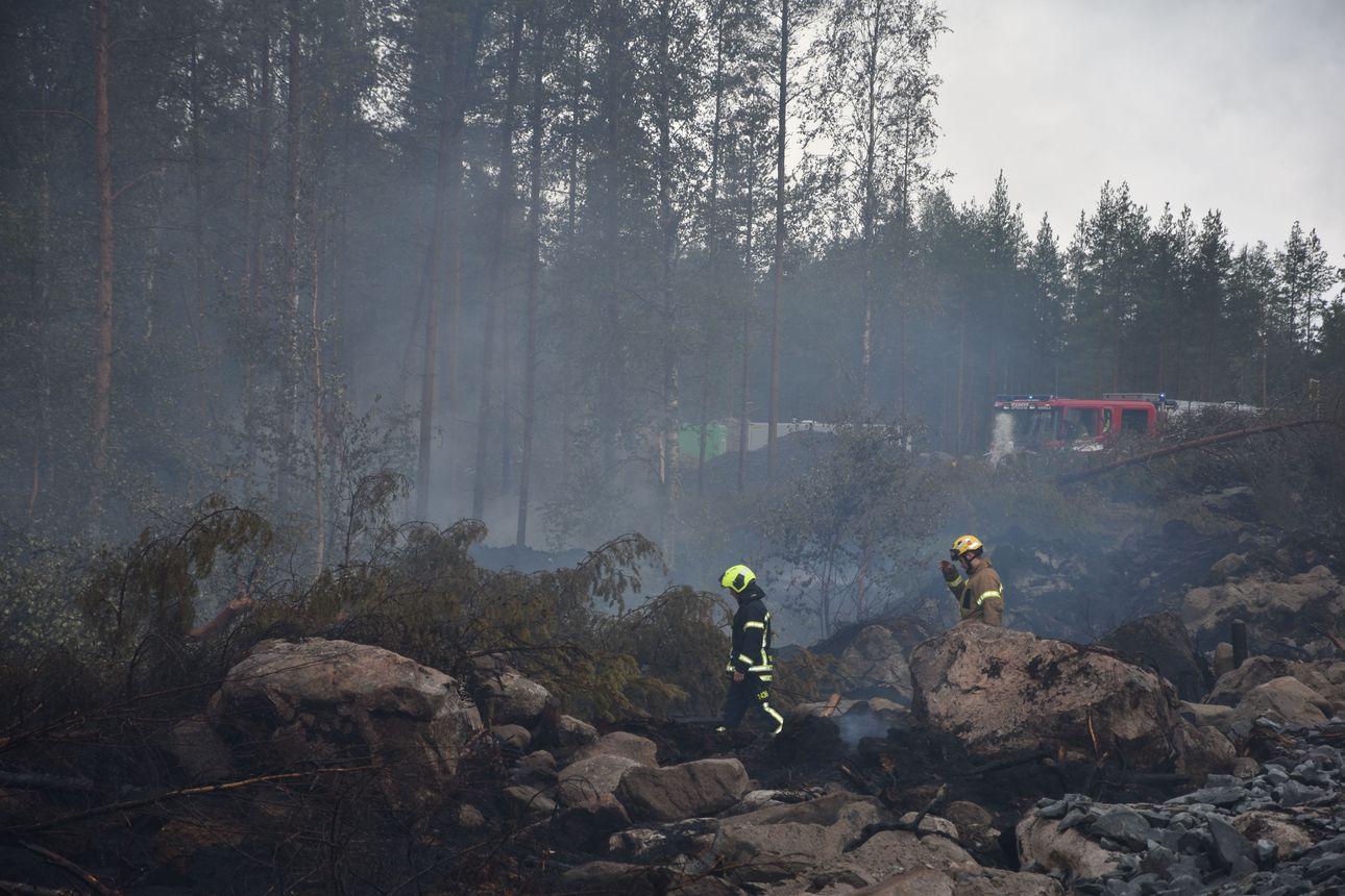 Kalajoen maastopaloalueelle tulossa Etelä-Karjalasta suurtehopumppu – sitä varten levitettiin kahden kilometrin mittainen letkulinjasto