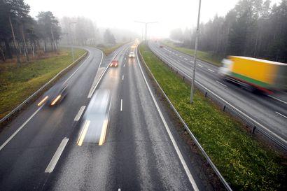 Tietöitä Nelostiellä – kaksi ramppia ja yksi ajokaista suljettu liikenteeltä, nopeusrajoitusta laskettu