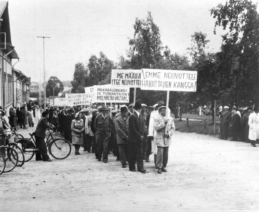 Lakkolaisia oli kaikkiaan noin 5 000. Marsseja järjestettiin useita.