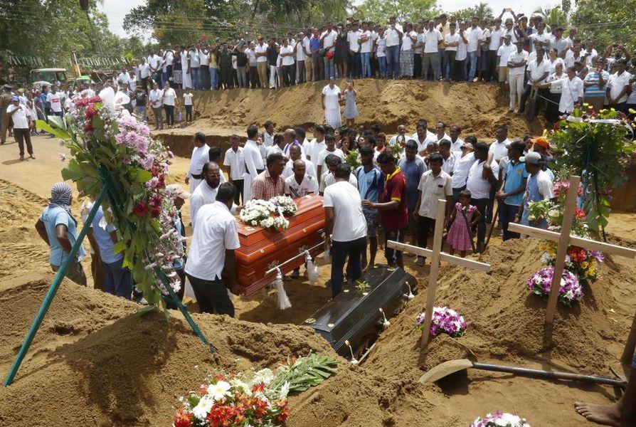 Kirkkoihin ja hotelleihin kohdistuneissa pommi-iskuissa menehtyneitä haudataan Sri Lankan pääkaupunki Colombon hautuumaalle.