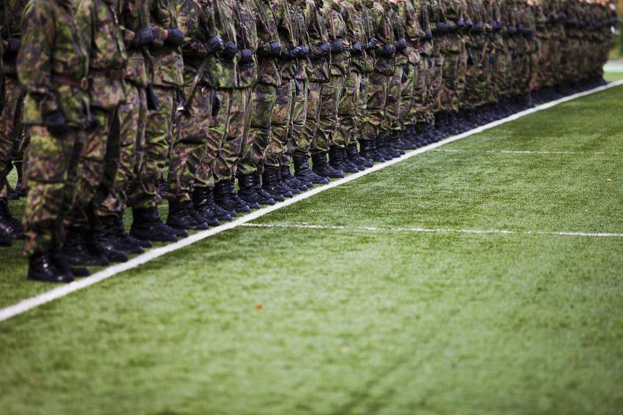 Puolustusministerin mukaan kansallinen puolustus tulee ennen kansainvälistä kriisinhallintaa.
