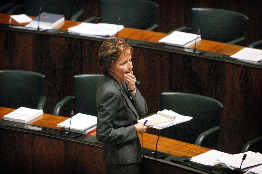 Pääministeri Anneli Jäätteenmäki joutui eroamaan vuonna 2003, kun hän jäi kiinni totuudenvastaisista lausunnoista.