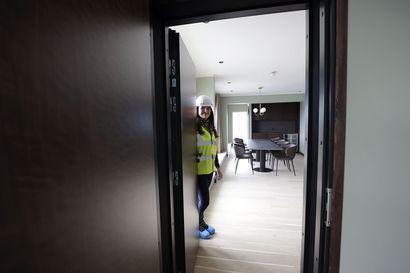 Vanhoista varastoista tehtiin luksushuoneita suistomaisemilla – Kaleva pääsi kurkistamaan, miltä pian remontin jälkeen avautuvassa Oulun Radisson Blu -hotellissa näyttää
