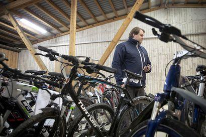 """Sosiaalisen median joukkovoima löytää kadonneet pyörät ja lemmikit – Rikosylikomisario Kiiskinen: """"Polkupyörä kannattaa kuvata monelta kantilta ja laittaa erityistuntomerkit ylös"""""""