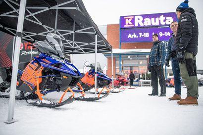 """Ei perinteinen rautakauppa:  K-Rauta Kuusamo myy myös moottorikelkkoja ja mönkijöitä - """"Huollamme ja korjaamme pienlaitteet täällä meillä paikan päällä"""""""