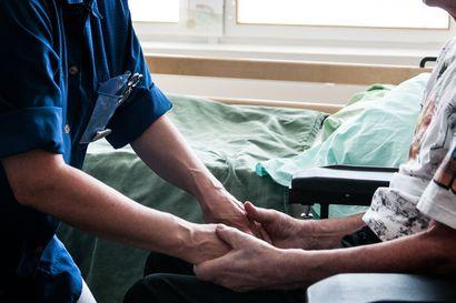 Hoitajamitoitus ei ehdi eduskuntaan tänä vuonna – laskentatapaa on tarkennettu